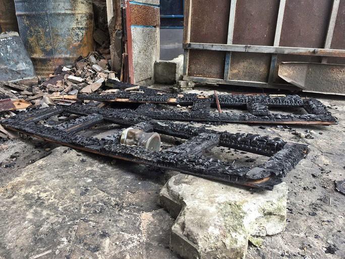 Nhà cháy rụi, 9 xe máy cũng bị cháy trơ khung  - Ảnh 6.
