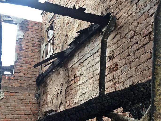 Nhà cháy rụi, 9 xe máy cũng bị cháy trơ khung  - Ảnh 5.