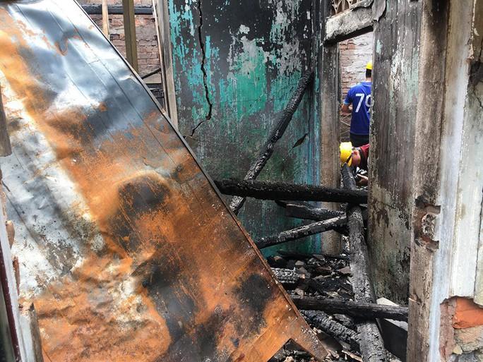 Nhà cháy rụi, 9 xe máy cũng bị cháy trơ khung  - Ảnh 3.