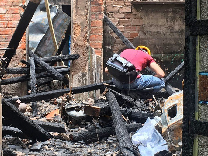 Nhà cháy rụi, 9 xe máy cũng bị cháy trơ khung  - Ảnh 2.