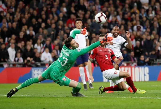 Sterling tỏa sáng với hat-trick, Sư tử Anh vùi dập CH Czech - Ảnh 4.