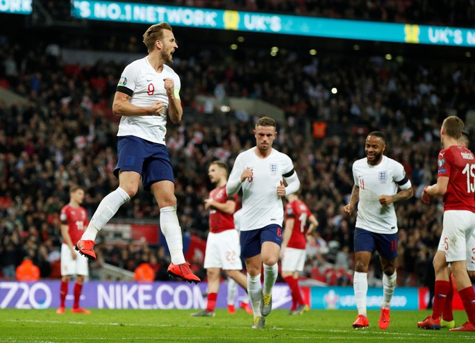 Sterling tỏa sáng với hat-trick, Sư tử Anh vùi dập CH Czech - Ảnh 3.