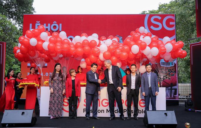 Rực rỡ Lễ hội Singapore 2019 tại phố đi bộ hồ Hoàn Kiếm - Ảnh 1.