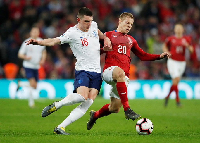 Sterling tỏa sáng với hat-trick, Sư tử Anh vùi dập CH Czech - Ảnh 6.