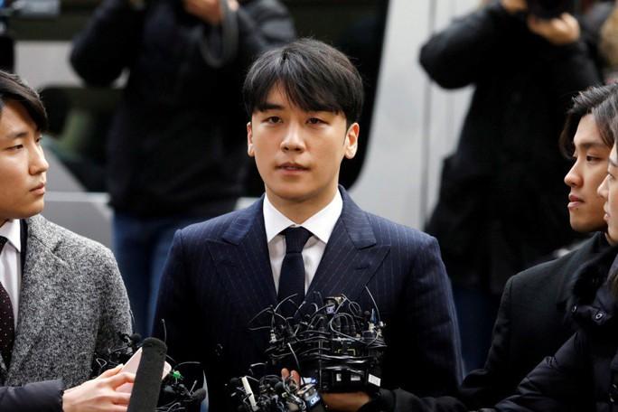 Đài SBS tiếp tục gây bão về bê bối Seungri - Ảnh 2.