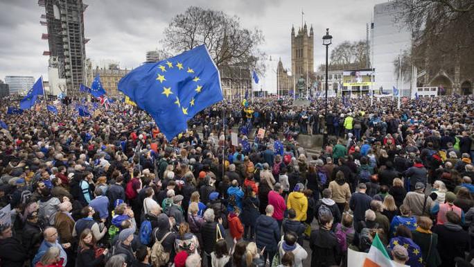 Anh: Biểu tình quy mô lớn đòi trưng cầu dân ý lần 2 về Brexit - Ảnh 1.