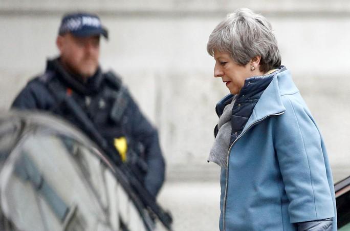 Thủ tướng Anh đối mặt nguy cơ bị phế truất - Ảnh 1.