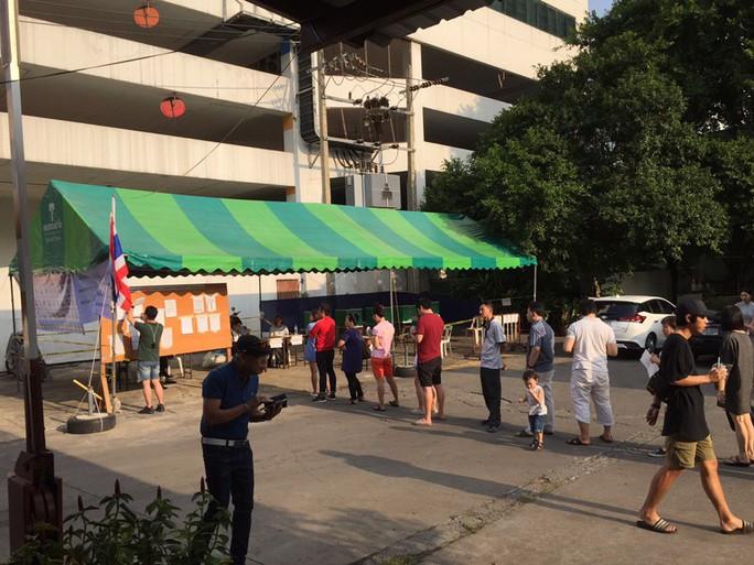 Quốc vương Thái Lan bất ngờ lên tiếng trước giờ bầu cử - Ảnh 2.