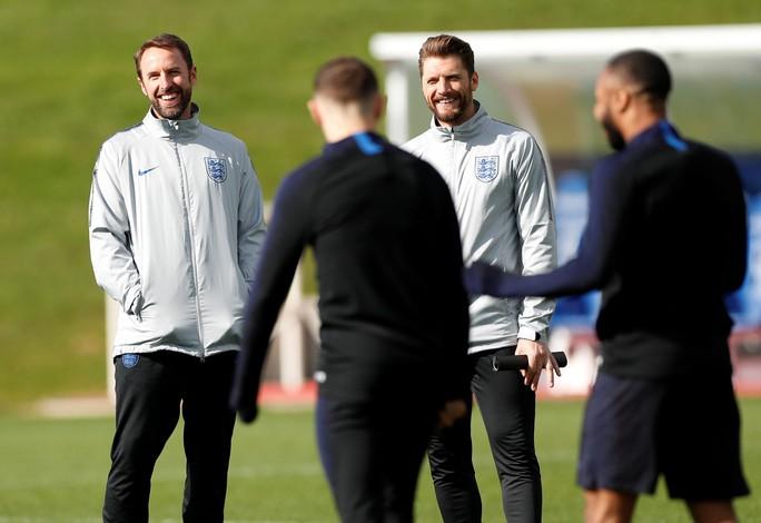 HLV tuyển Anh muốn học trò luôn sẵn sàng chiến đấu Montenegro - Ảnh 3.