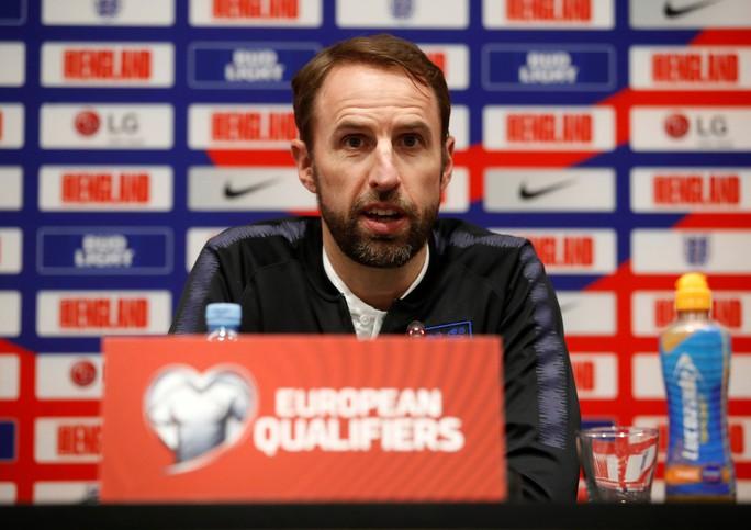 HLV tuyển Anh muốn học trò luôn sẵn sàng chiến đấu Montenegro - Ảnh 2.