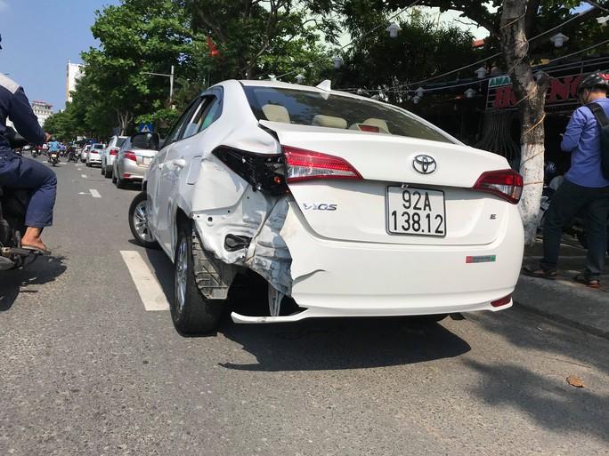 Đà Nẵng: Phóng viên bị côn đồ tấn công trước mặt công an khi đang tác nghiệp - Ảnh 3.