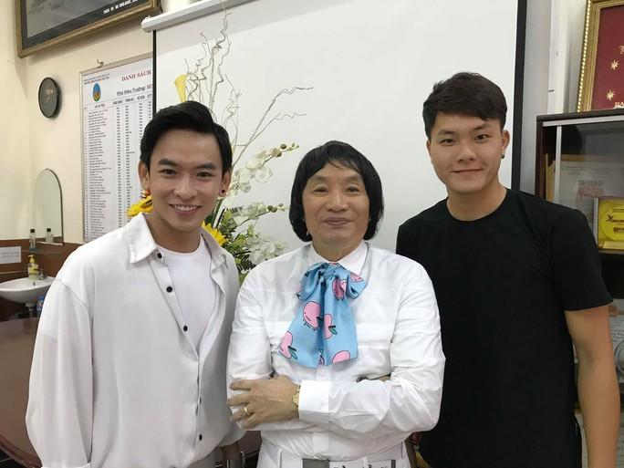 NSƯT Minh Vương ca ngợi áo dài với vọng cổ hơi dài - Ảnh 4.