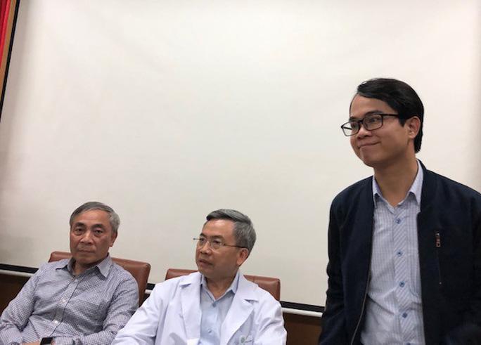 Bác sĩ Bệnh viện Bạch Mai xin lỗi vì phát ngôn gây hiểu lầm ở chùa Ba Vàng - Ảnh 1.