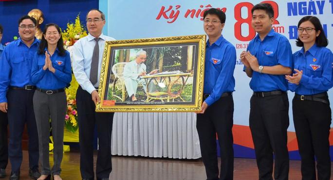 Bí thư Nguyễn Thiện Nhân thăm, chúc mừng Thành Đoàn TP HCM  - Ảnh 1.
