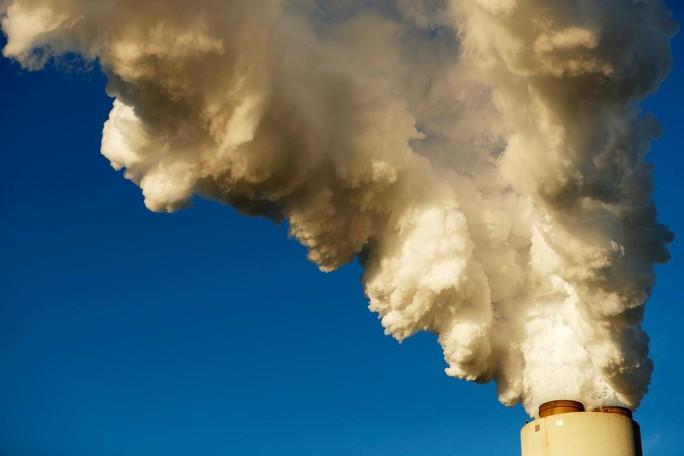 Kỷ lục đáng lo của khí thải CO2 - Ảnh 1.