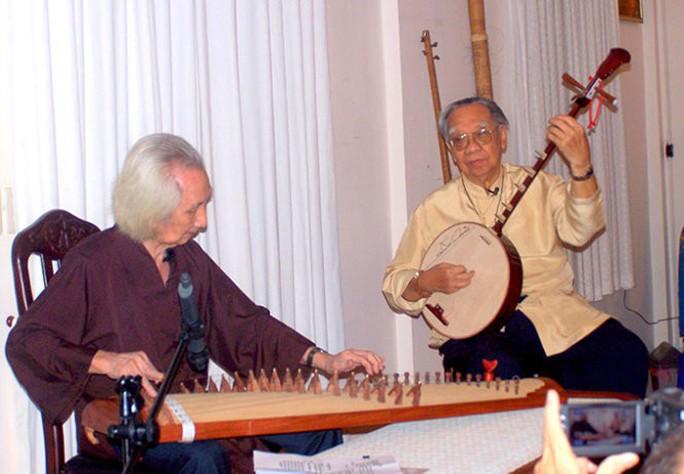 Nhạc sư 101 tuổi mở hiệu đàn dân tộc trên đất sen hồng - Ảnh 2.