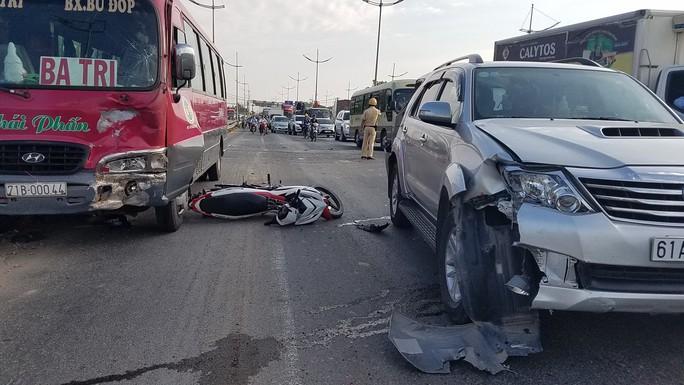 Tai nạn trên đường dẫn cao tốc TP HCM - Trung Lương, 2 cha con thương vong - Ảnh 2.