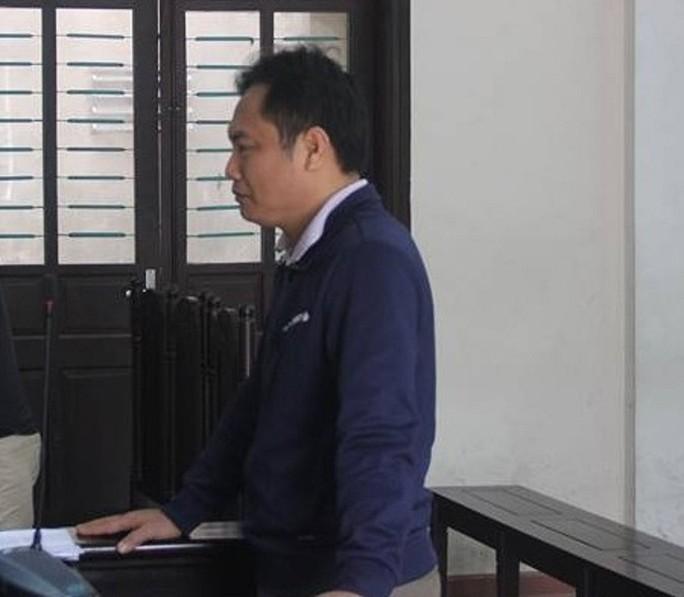 Tát nữ cán bộ tòa án, nam bác sĩ lãnh án 6 tháng tù - Ảnh 1.