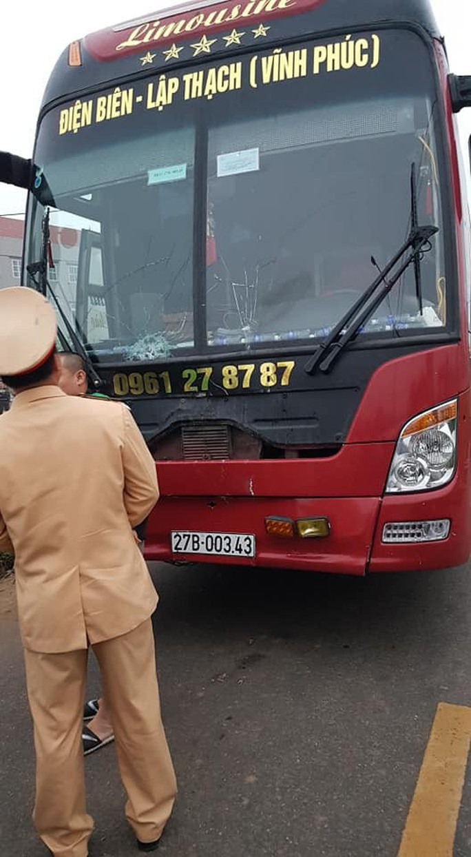 Hiện trường kinh hoàng vụ xe khách tông đoàn đưa tang khiến 7 người chết - Ảnh 7.
