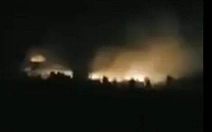 Bị Israel trút mưa tên lửa, Syria vội kích hoạt lá chắn - Ảnh 1.