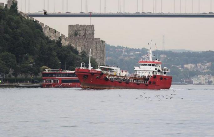 """Người di cư """"hóa cướp biển"""" ép tàu chở dầu đến châu Âu - Ảnh 2."""
