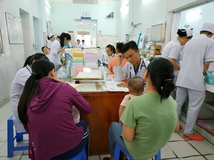 Bệnh nhân nhập viện tăng đột biến vì nắng nóng - Ảnh 1.
