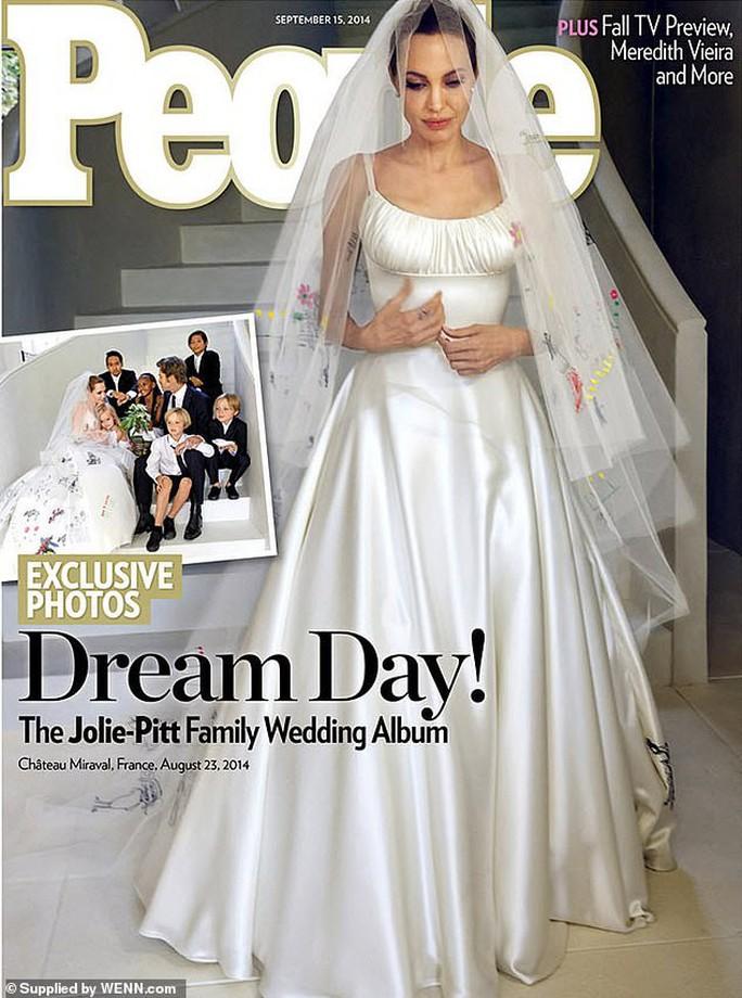 Giá sốc với những bức ảnh gia đình Angelina Jolie và Brad Pitt - Ảnh 4.
