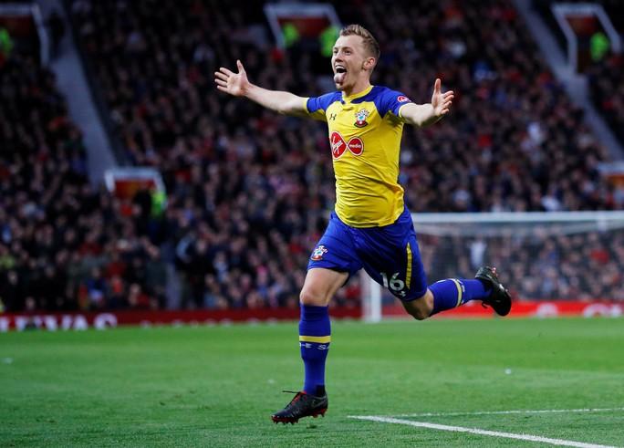 Lukaku thăng hoa, Man United vào Top 4 Ngoại hạng Anh - Ảnh 7.