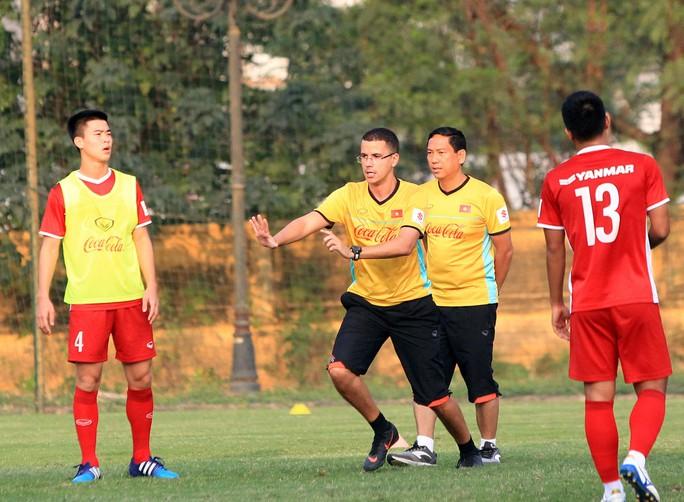 U23 Việt Nam làm mới băng ghế chỉ đạo - Ảnh 1.
