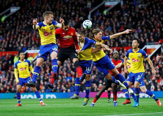 Lukaku thăng hoa, Man United vào Top 4 Ngoại hạng Anh - Ảnh 3.