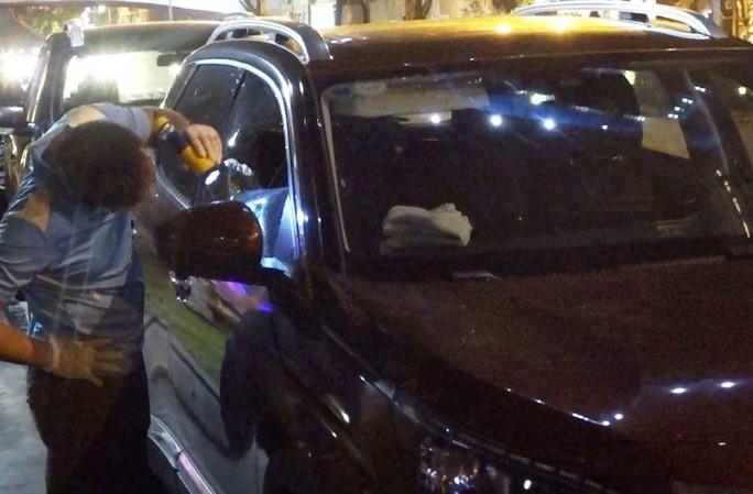 Xác minh vụ đập cửa kính ô tô rồi trộm 600 triệu đồng - Ảnh 1.