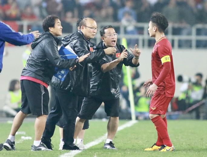 HLV Park Hang-seo chỉ gọi đúng 23 tuyển thủ đi Thái Lan - Ảnh 1.
