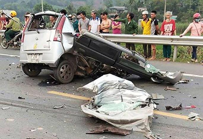 Xe ôtô 4 chỗ nát vụn khi đấu đầu xe ben, 1 người tử vong - Ảnh 1.