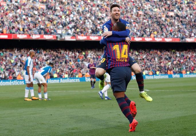 Sao Trung Quốc suýt lập kỳ tích, Messi tiến sát kỷ lục sự nghiệp - Ảnh 6.