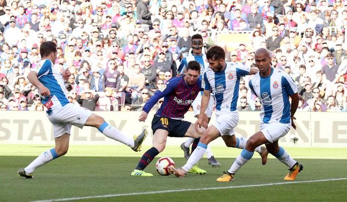 Sao Trung Quốc suýt lập kỳ tích, Messi tiến sát kỷ lục sự nghiệp - Ảnh 3.