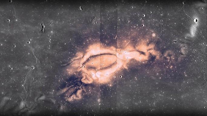 Bí ẩn dấu ấn tối và xoáy ánh sáng trên mặt trăng - Ảnh 1.
