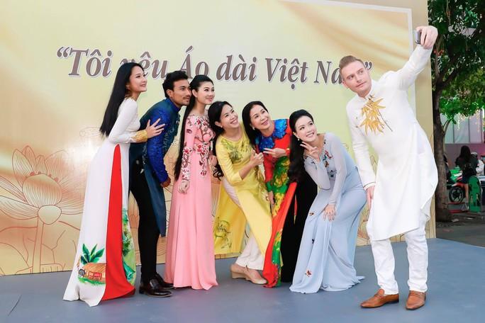 Ca sĩ Kyo York Tôi yêu áo dài Việt Nam - Ảnh 5.