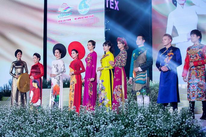 Ca sĩ Kyo York Tôi yêu áo dài Việt Nam - Ảnh 3.