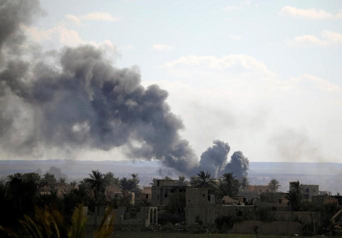IS tung xe bom, quyết đấu tới cùng ở Syria - Ảnh 1.