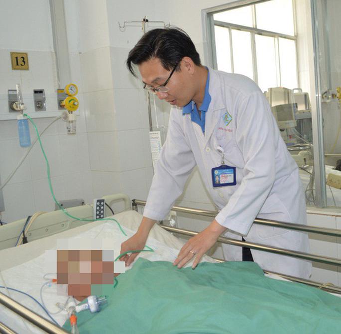 Cần Thơ: Cứu sống bà mẹ Việt Nam anh hùng bị u não nguy kịch - Ảnh 1.