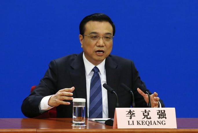 Trung Quốc tăng chi tiêu quốc phòng, hạ mục tiêu tăng trưởng kinh tế - Ảnh 2.