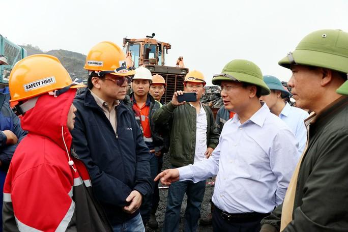 Hàng trăm công nhân 2 công ty xảy ra xô xát tại khai trường than - Ảnh 1.