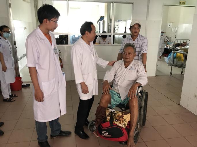 Huy động nhiều bác sĩ giỏi cứu sống bệnh nhân hoại tử đại tràng - Ảnh 2.