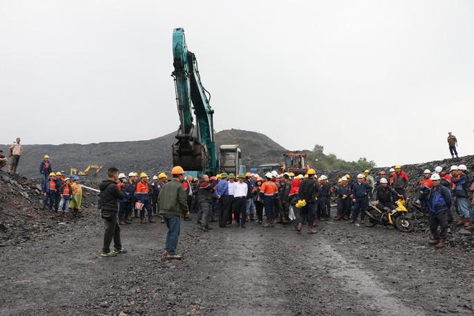 Hàng trăm công nhân 2 công ty xảy ra xô xát tại khai trường than - Ảnh 2.