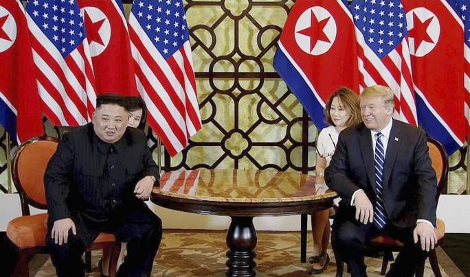 Được ông Kim níu kéo, ông Trump vẫn nhất quyết rời hội nghị ở Việt Nam - Ảnh 1.