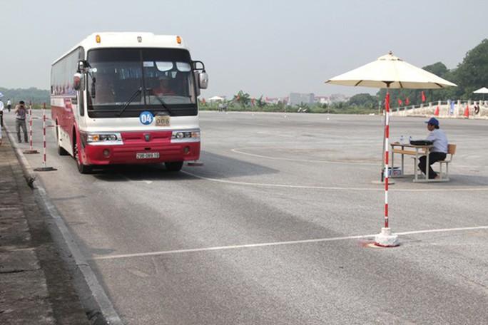 Khẩn trương đề xuất giải pháp siết chặt quản lý, cấp giấy phép lái xe - Ảnh 1.