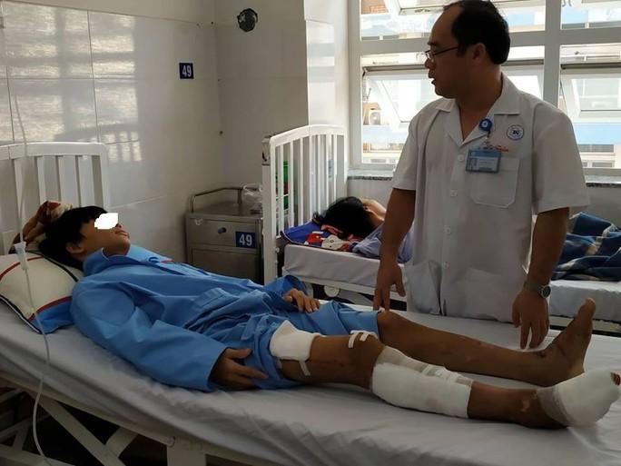 HY HỮU: Người bị xe container cán nát xương hai đùi vẫn có thể đi lại được - Ảnh 1.
