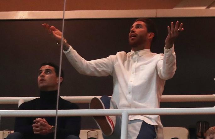 Chủ tịch Real Madrid muốn tống cổ Ramos khỏi đội bóng - Ảnh 1.