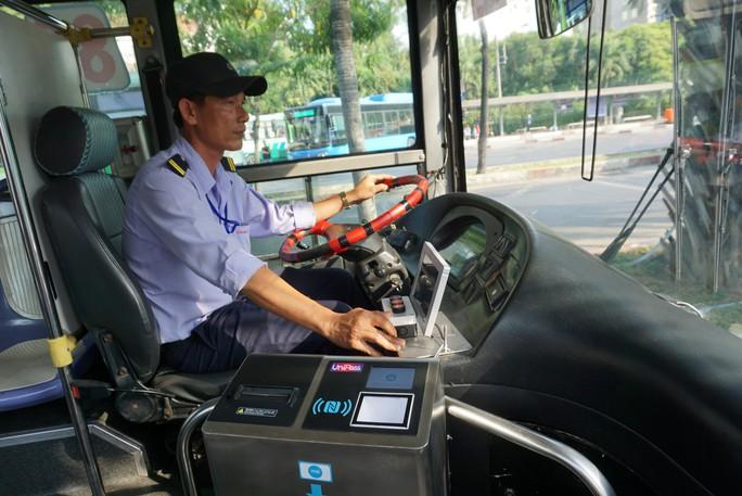 TP HCM: Bắt đầu đi xe buýt không dùng tiền mặt - Ảnh 1.