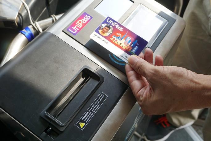 TP HCM: Bắt đầu đi xe buýt không dùng tiền mặt - Ảnh 2.